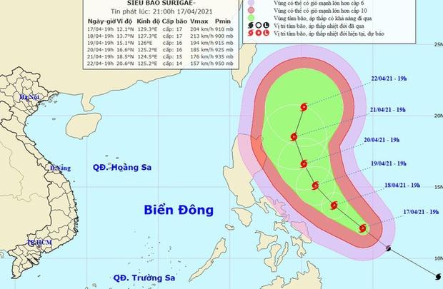 Xuất hiện siêu bão Surigae giật cấp 17 gần Biển Đông - Ảnh 1.