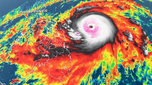 Xuất hiện siêu bão Surigae giật cấp 17 gần Biển Đông - Ảnh 2.