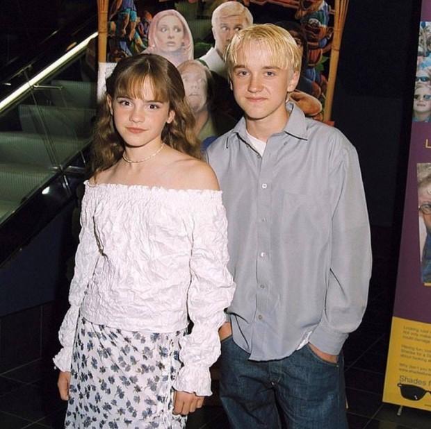 Malfoy Tom Felton công khai chúc sinh nhật Hermione Emma Watson, bức ảnh kèm theo ai ngờ lại là cục thính cực to - Ảnh 2.