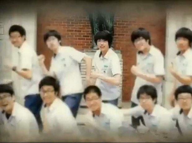 Nhìn lại loạt ảnh thời còn đi học của BTS: Ai rồi cũng dậy thì thành công, riêng V và Jungkook đúng là siêu visual ngay từ bé - Ảnh 5.
