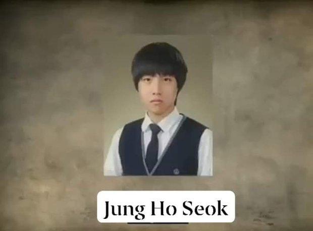Nhìn lại loạt ảnh thời còn đi học của BTS: Ai rồi cũng dậy thì thành công, riêng V và Jungkook đúng là siêu visual ngay từ bé - Ảnh 18.