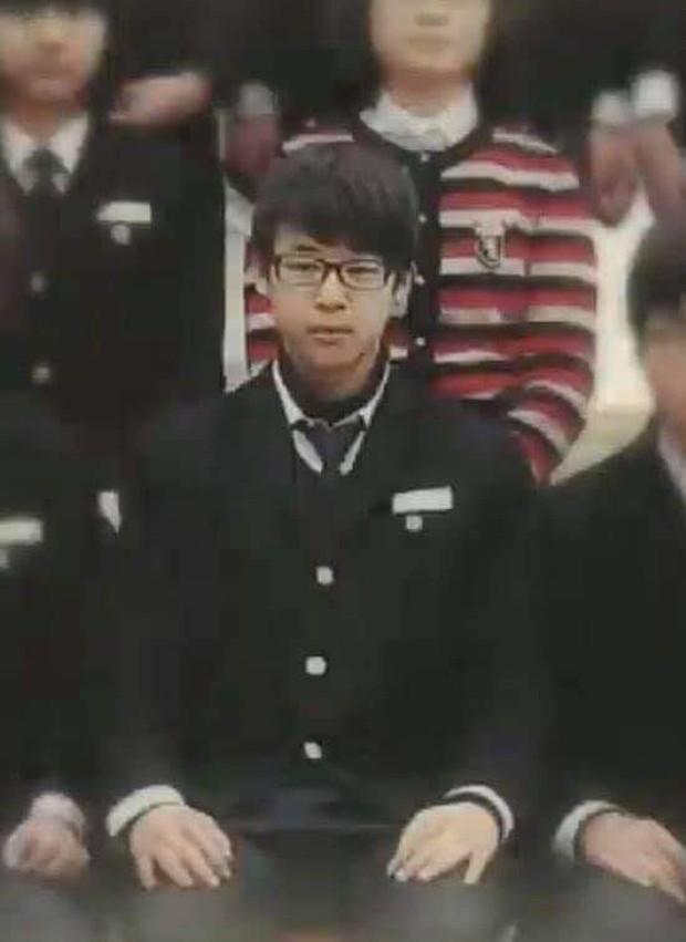 Nhìn lại loạt ảnh thời còn đi học của BTS: Ai rồi cũng dậy thì thành công, riêng V và Jungkook đúng là siêu visual ngay từ bé - Ảnh 24.