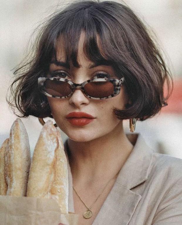 French bob: Kiểu tóc vài thế kỷ rồi mà chưa chịu hết hot, vừa thanh lịch mà lại  yêu chiều được mọi kiểu trang phục - Ảnh 5.