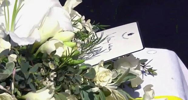 Hé lộ chi tiết ngọt ngào trong bức thư Nữ hoàng tự tay viết đặt trên linh cữu Hoàng thân Philip cùng kỷ vật đặc biệt bà giữ trong túi suốt tang lễ - Ảnh 1.