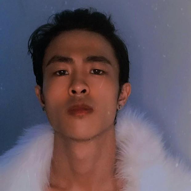 Jin (BTS) đẹp trai hết sức khi đu đưa Bỏ em vào balo, đưa em ra khỏi thủ đô, sang đến Huỳnh Lập bắt trend thì nhận kết đắng - Ảnh 8.