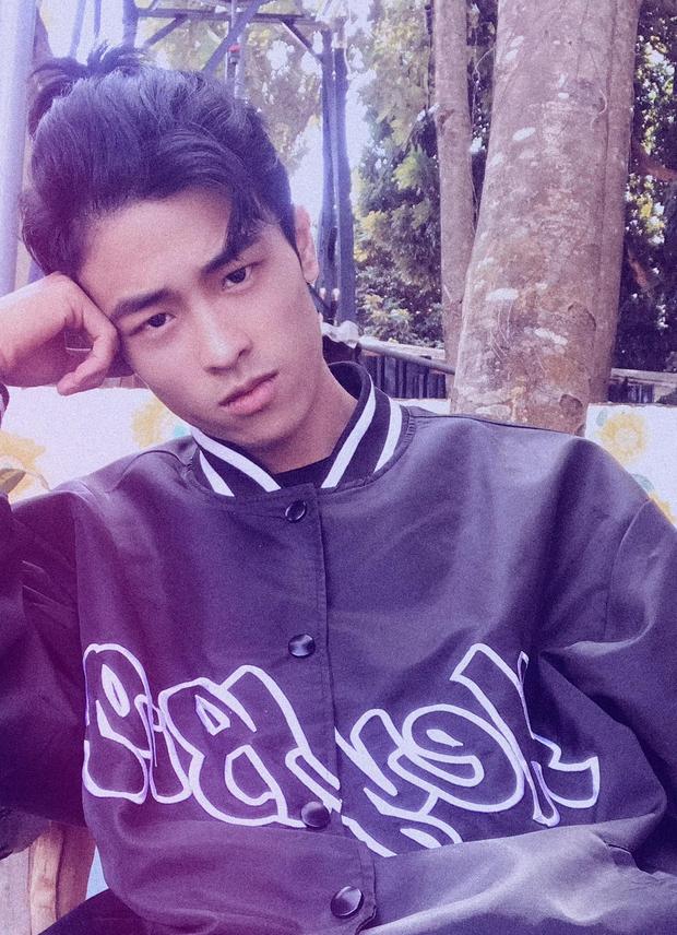 Jin (BTS) đẹp trai hết sức khi đu đưa Bỏ em vào balo, đưa em ra khỏi thủ đô, sang đến Huỳnh Lập bắt trend thì nhận kết đắng - Ảnh 9.