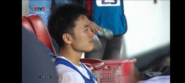 Xuân Trường bật khóc sau chiến thắng nghẹt thở của HAGL trước Hà Nội FC - Ảnh 1.