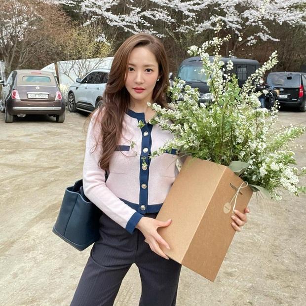 Style của Park Min Young ngày càng thăng hạng dữ dội, hay là yêu rồi nên vậy? - Ảnh 8.