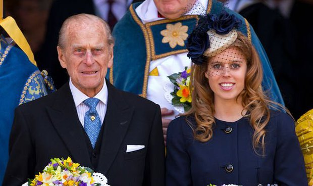 Khoảnh khắc vợ chồng Công chúa Beatrice nở nụ cười khi đến dự đám tang Hoàng tế Philip gây chú ý, hành động sau đó xua đi tất cả ngờ vực - Ảnh 8.