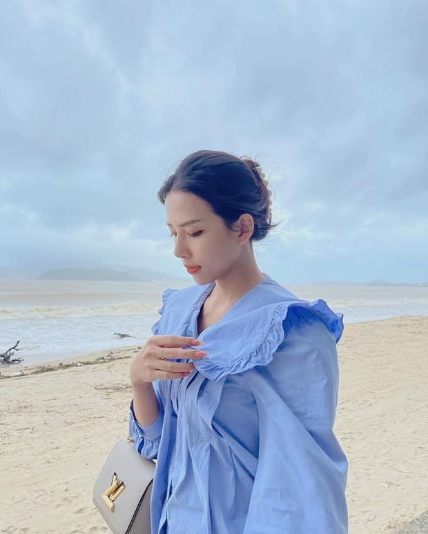Vợ của Phan Mạnh Quỳnh: Style chẳng khác gì tiểu thư thứ thiệt, sở hữu cả BST túi hàng hiệu cả trăm triệu đồng - Ảnh 6.