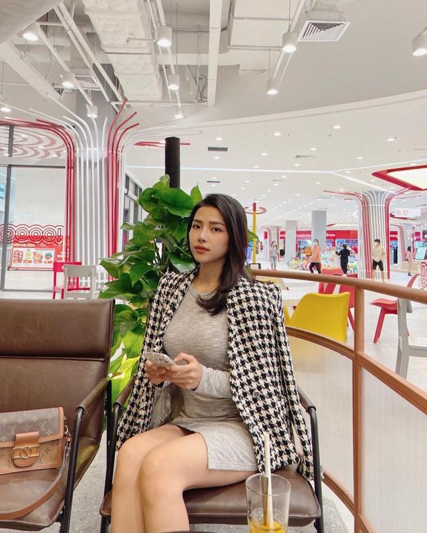Vợ của Phan Mạnh Quỳnh: Style chẳng khác gì tiểu thư thứ thiệt, sở hữu cả BST túi hàng hiệu cả trăm triệu đồng - Ảnh 7.