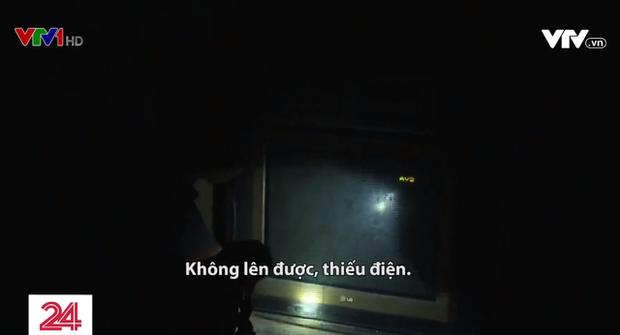 Không điện, người dân sạc điện thoại bằng tuabin nước, tivi lúc được lúc không - Ảnh 3.