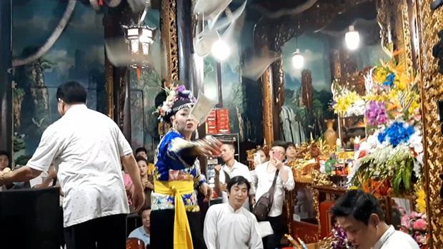 Buôn thần bán thánh tại đền Bảo Hà - Ảnh 4.