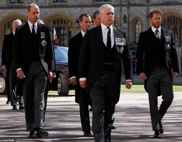 Rò rỉ thông tin Hoàng tử William yêu cầu anh họ đi giữa mình và em trai Harry, không có dấu hiệu tích cực cho mối quan hệ của 2 anh em? - Ảnh 4.