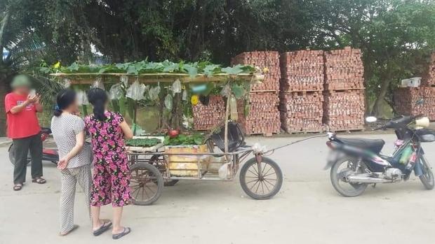 Anh bán rau khiến cả khu nháo nhào vì có cách bán hàng quá cao tay, dân mạng bái phục: Bậc thầy marketing là đây! - Ảnh 1.