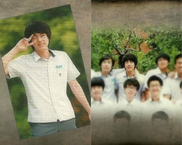 Nhìn lại loạt ảnh thời còn đi học của BTS: Ai rồi cũng dậy thì thành công, riêng V và Jungkook đúng là siêu visual ngay từ bé - Ảnh 4.