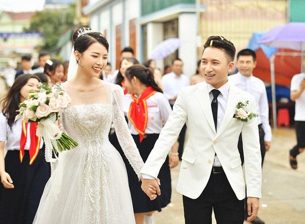 Team qua đường kiểm chứng nhan sắc vợ hot girl của Phan Mạnh Quỳnh, cô dâu ghi tròn 10 điểm với hành động này - Ảnh 6.