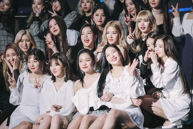 """""""Bội thực"""" trước tổ hợp visual đỉnh nhất Kpop Red Velvet - BLACKPINK ở lễ trao giải: Cả dàn nữ thần xinh như mộng loá cả mắt! - Ảnh 3."""