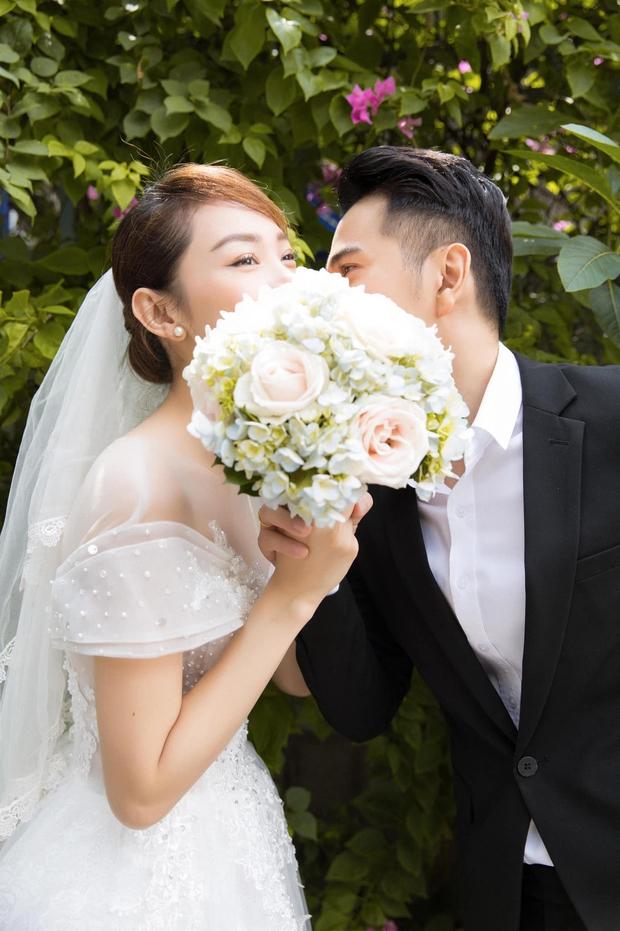 Trước khi rộ tin hẹn hò Quốc Trường, Minh Hằng từng quen đại gia hơn 10 tuổi và còn khoe ảnh cưới cùng 1 diễn viên Vbiz? - Ảnh 10.