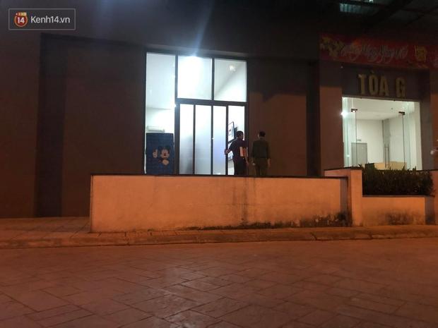 Hà Nội: Bé gái 4 tuổi rơi từ cửa sổ phòng ngủ tầng 24 chung cư xuống đất tử vong thương tâm - Ảnh 8.