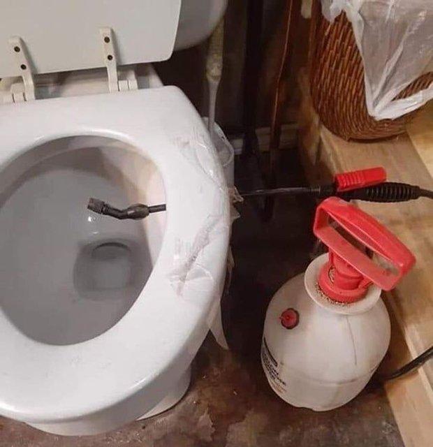 Tuyển tập những nhà vệ sinh hắc ám, nhìn xong là đủ kiên nhẫn nhịn đến lúc về nhà - Ảnh 17.