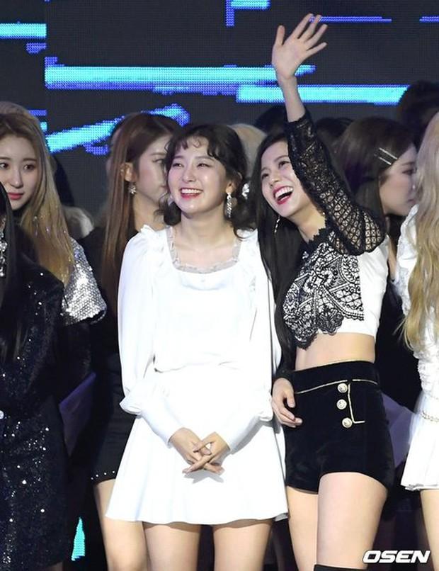"""""""Bội thực"""" trước tổ hợp visual đỉnh nhất Kpop Red Velvet - BLACKPINK ở lễ trao giải: Cả dàn nữ thần xinh như mộng loá cả mắt! - Ảnh 14."""