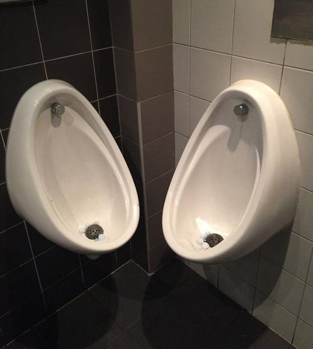 Tuyển tập những nhà vệ sinh hắc ám, nhìn xong là đủ kiên nhẫn nhịn đến lúc về nhà - Ảnh 2.