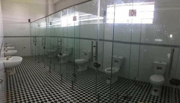 Tuyển tập những nhà vệ sinh hắc ám, nhìn xong là đủ kiên nhẫn nhịn đến lúc về nhà - Ảnh 3.