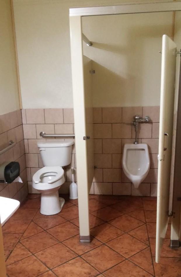 Tuyển tập những nhà vệ sinh hắc ám, nhìn xong là đủ kiên nhẫn nhịn đến lúc về nhà - Ảnh 5.