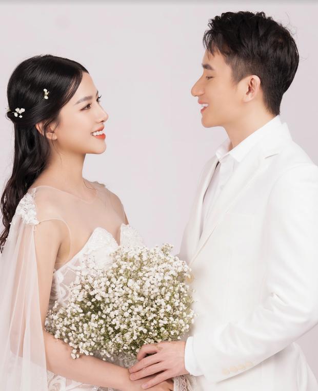 Cuối cùng Phan Mạnh Quỳnh đã tung ảnh cưới: Visual cô dâu chiếm spotlight, góc nghiêng của cặp đôi gây sốt - Ảnh 3.