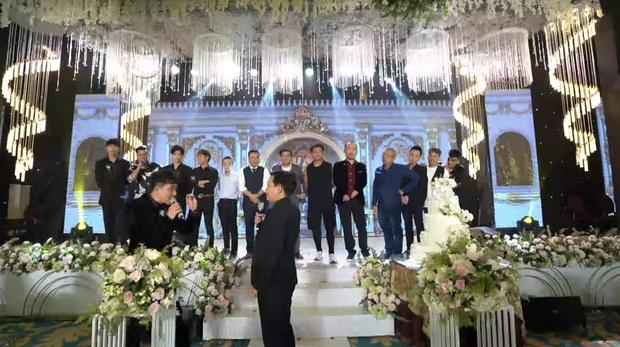Đạo diễn Nhất Trung hoá ra đã se duyên cho vợ chồng Nhã Phương, còn thân đến mức được Trường Giang dẫn dắt hôn lễ - Ảnh 2.