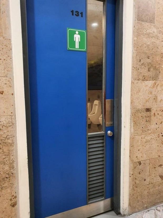 Tuyển tập những nhà vệ sinh hắc ám, nhìn xong là đủ kiên nhẫn nhịn đến lúc về nhà - Ảnh 24.