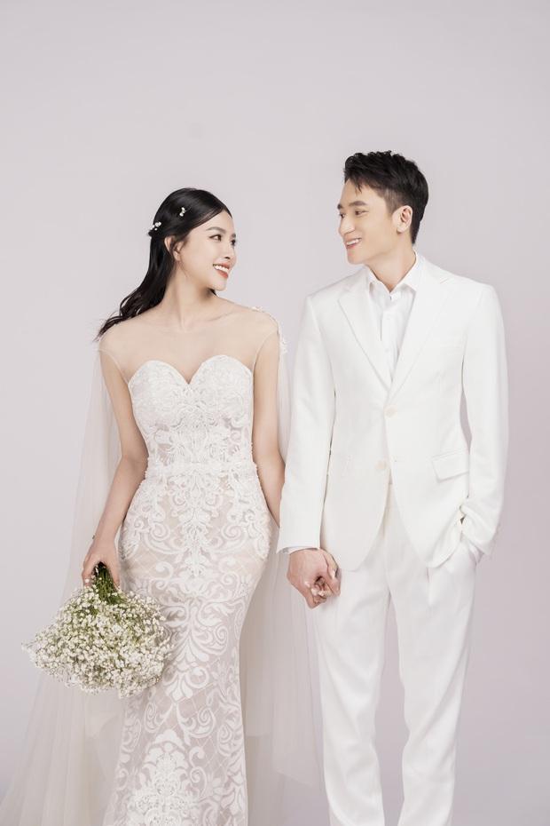 Cuối cùng Phan Mạnh Quỳnh đã tung ảnh cưới: Visual cô dâu chiếm spotlight, góc nghiêng của cặp đôi gây sốt - Ảnh 2.