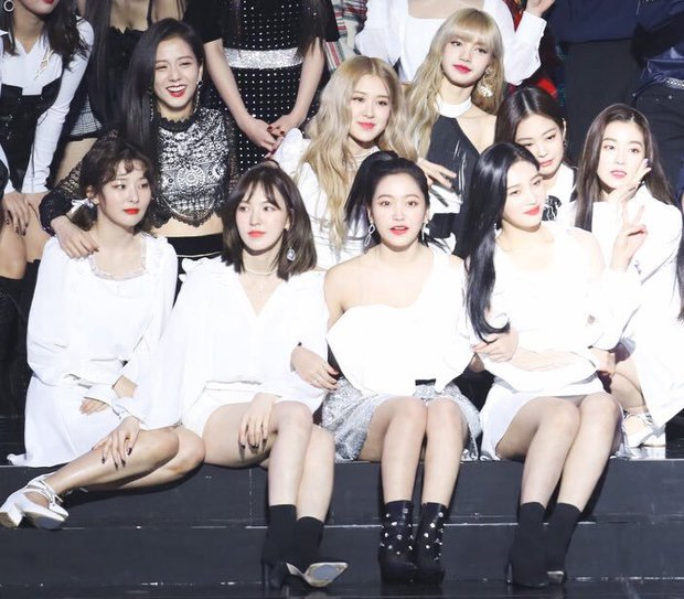 """""""Bội thực"""" trước tổ hợp visual đỉnh nhất Kpop Red Velvet - BLACKPINK ở lễ trao giải: Cả dàn nữ thần xinh như mộng loá cả mắt! - Ảnh 5."""
