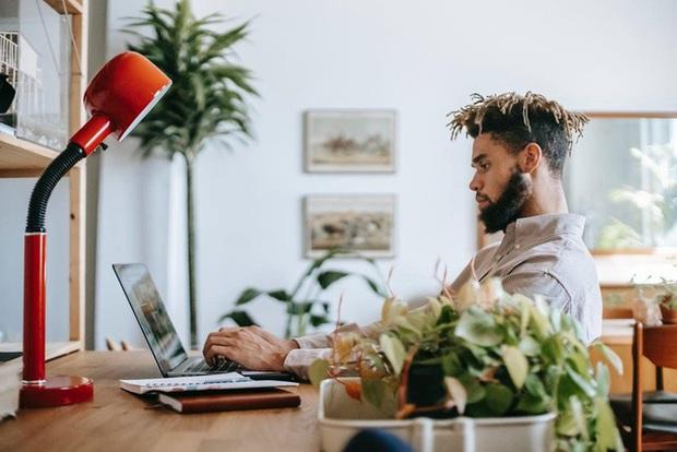 Nếu có 4 dấu hiệu sau đây, hãy nghỉ việc làm thuê ngay và luôn, bạn tự đi kinh doanh hay mở công ty sẽ thành công hơn gấp 1000 lần - Ảnh 1.