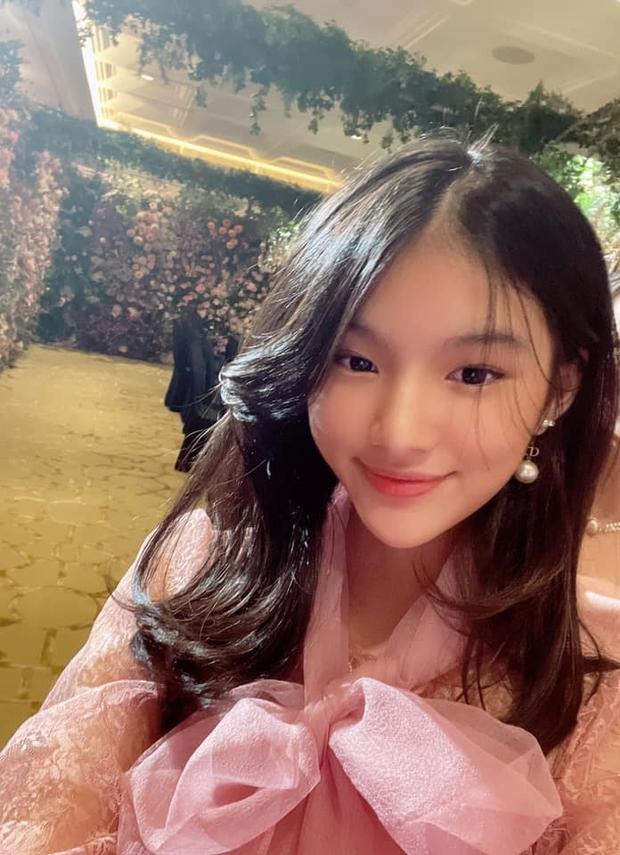 Trương Ngọc Ánh khoe ảnh selfie của con gái, đổi tóc xíu thôi mà dàn sao Vbiz khen nức nở - Ảnh 3.