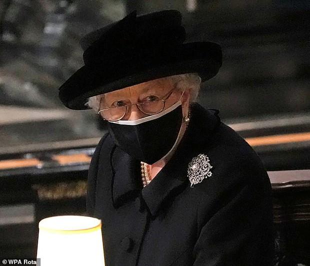 Công chúng xót xa khi nhận ra Nữ hoàng Anh sắp phải trải qua một sinh nhật cô đơn nhất trong suốt 7 thập kỷ - Ảnh 2.