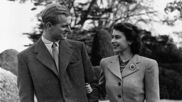 Công chúng xót xa khi nhận ra Nữ hoàng Anh sắp phải trải qua một sinh nhật cô đơn nhất trong suốt 7 thập kỷ - Ảnh 3.