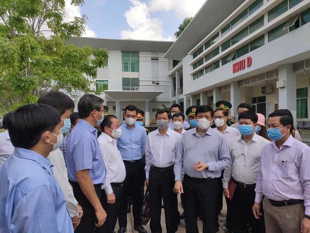 Bộ trưởng Bộ Y tế: Chuẩn bị kịch bản lập bệnh viện dã chiến tại Hà Tiên (Kiên Giang) - Ảnh 2.