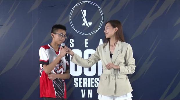 """Tranh thủ """"đụng chạm"""" nàng MC quốc dân của Tốc Chiến, tuyển thủ bị CĐM mắng ngay trên livestream - Ảnh 2."""
