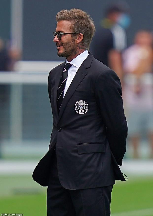 Nhà Beckham và thông gia tỷ phú hẹn hò: Brooklyn để bàn tay hư ôm hôn thê, át cả mẹ con Harper - Victoria và bố mẹ vợ - Ảnh 9.