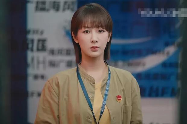 Ảnh chưa PTS của công chúa Huawei vọt lên top 1 Weibo: Gương mặt đơ cứng đến mức bị chê như... Dương Tử tiêm silicon - Ảnh 7.