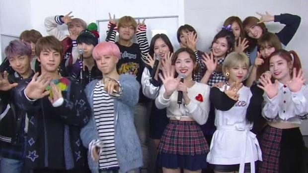 Mối duyên ngầm giữa BTS và TWICE: Trai đẹp cứ 5 lần 7 lượt comeback là kiểu gì cũng đụng độ gái xinh - Ảnh 6.