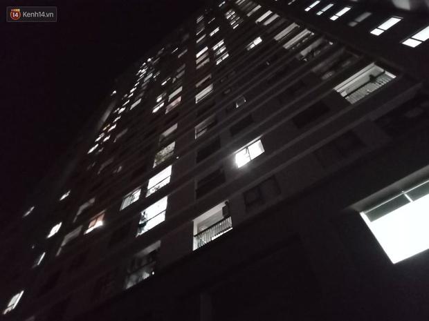 Hà Nội: Bé gái 4 tuổi rơi từ cửa sổ phòng ngủ tầng 24 chung cư xuống đất tử vong thương tâm - Ảnh 3.