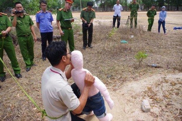 Phẫn nộ những vụ hiếp dâm trẻ em mà thủ phạm chính là yêu râu xanh mang mặt nạ người thân - Ảnh 1.