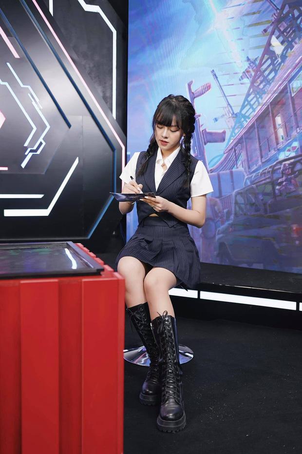 Không lung linh như trên sóng live, nữ MC xinh đẹp tại PMPL S3 hé lộ: Thức khuya, rơi nước mắt vì nhiều áp lực! - Ảnh 7.