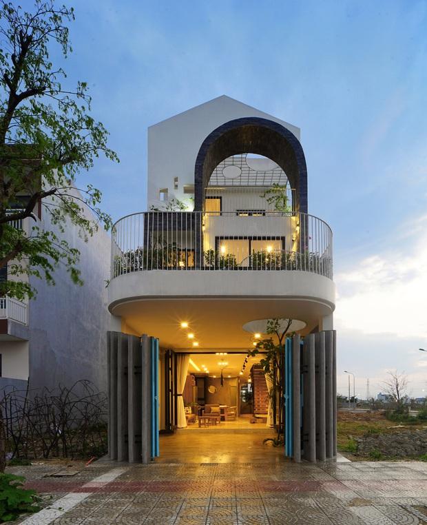 Sở hữu lô đất có vị thế đẹp, vợ chồng Đà Nẵng xây ngôi nhà nhỏ nhưng xuất sắc đến mức lên cả báo Mỹ - Ảnh 2.