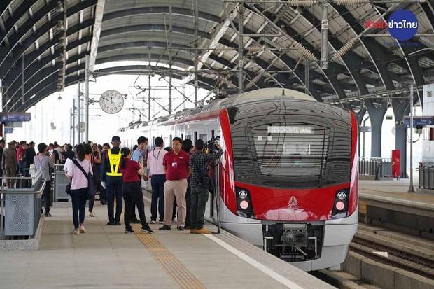 Du lịch Bangkok thần tốc: Ra mắt tuyến tàu điện từ sân bay Don Mueang đến thẳng trung tâm, vé rẻ như cho - Ảnh 1.
