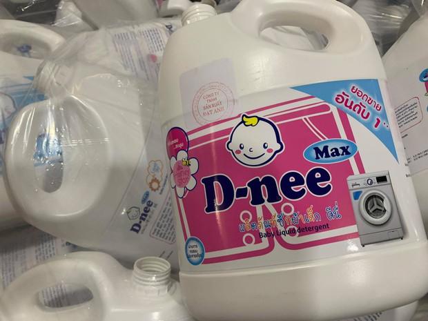 Hà Nội: Đột kích xưởng sản xuất quy mô lớn giả nhãn hiệu nước giặt Dnee - Ảnh 3.