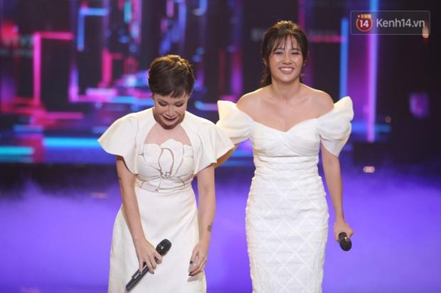 Uyên Linh và Văn Mai Hương tái ngộ, song ca OST Về Nhà Đi Con còn xúc động gửi lời cảm ơn Vietnam Idol - Ảnh 10.